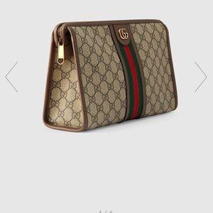 Gucci pochette. Ophidia gg toiletry case